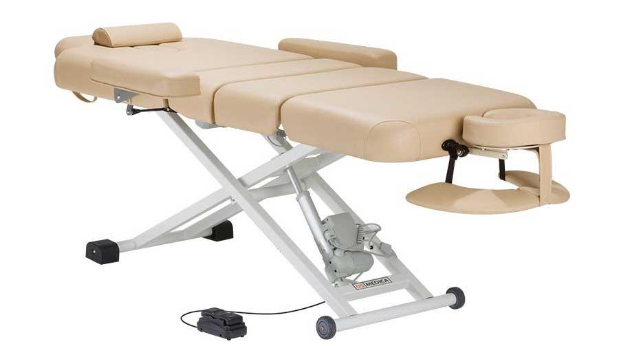 Стационарный и складной массажный стол